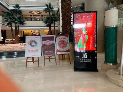 户外液晶广告机面板和散热问题
