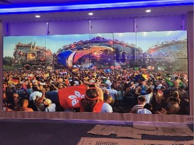 央视主播说欢迎国际机构搬来中国——你注意到了她身后的屏幕吗?
