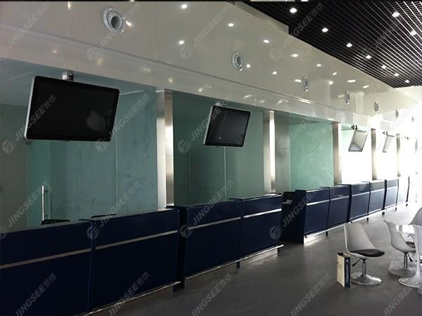 天津东站通莎旅游集散中心32寸悬挂式广告机