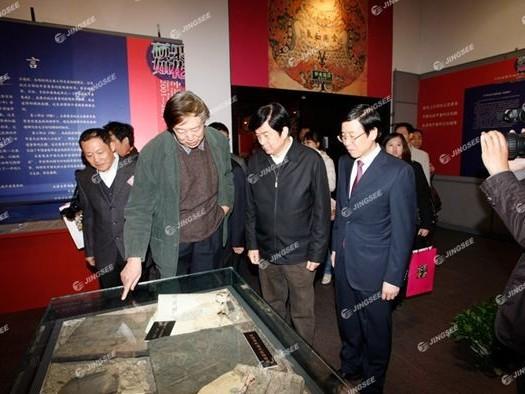 天津大学冯骥才文学艺术研究院55寸落地式触摸一体机