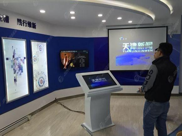 天津工业大学55寸落地式触摸一体机