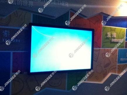 天津市河东实验小学84寸壁挂式触摸一体机