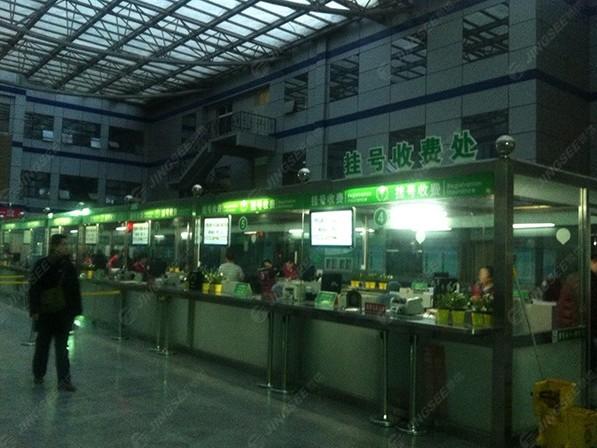 天津市武警医院32寸悬挂式广告机